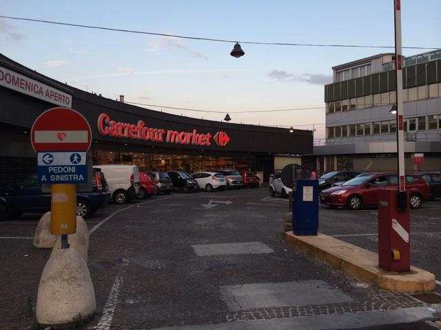 ミラノのスーパー カルフール