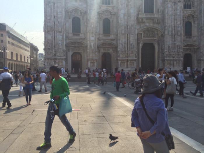 イタリア旅行では自撮り棒売り、ミサンガ売りに注意してください